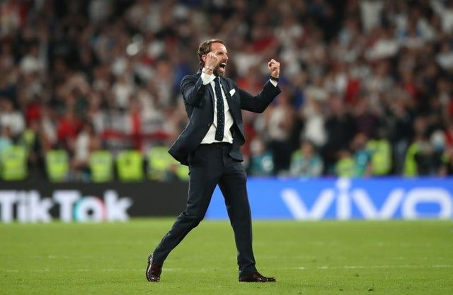 Hundreds of people in Bassetlaw have signed a petition calling for an extra bank holiday if England win the Euro 2020 championship.