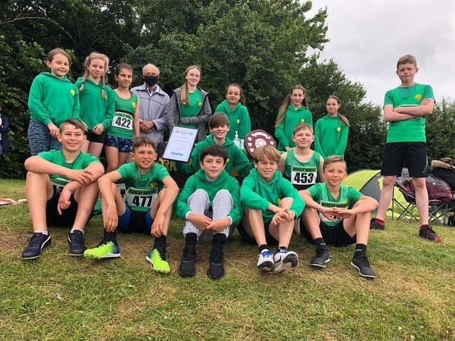 The Worksop Harriers junior team.